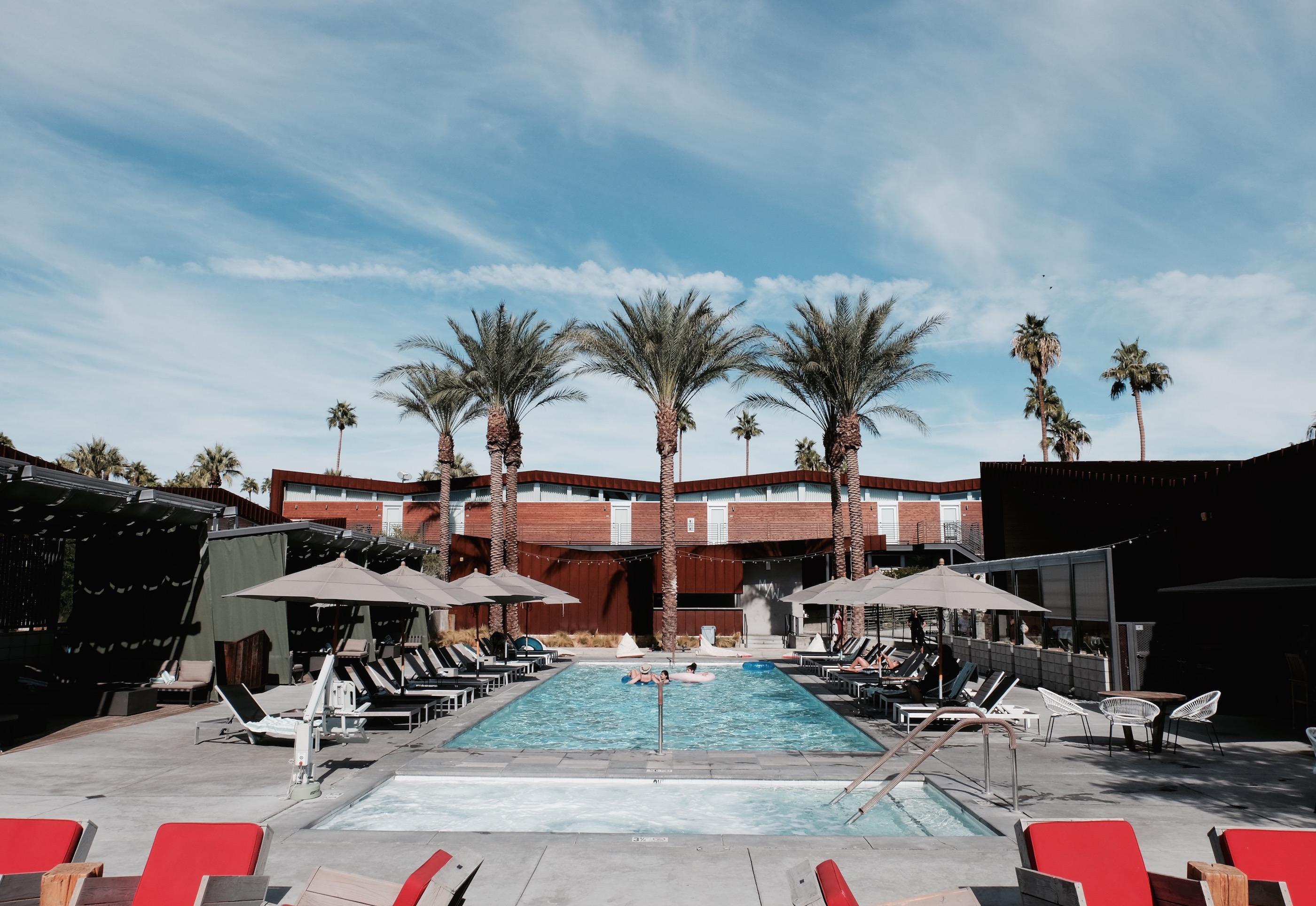 arrive hotel pool